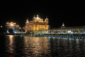 golden-temple-by-night